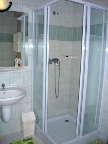 Jázmin Apartman zuhanykabin