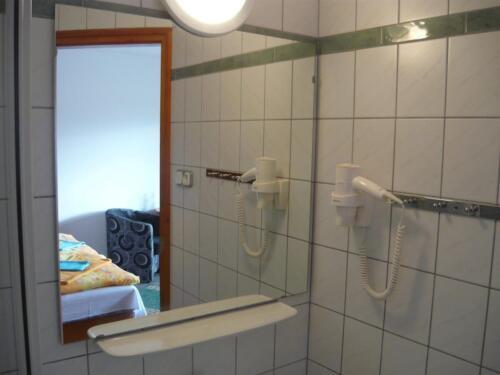 Labdarózsa családi szoba - fürdőszoba
