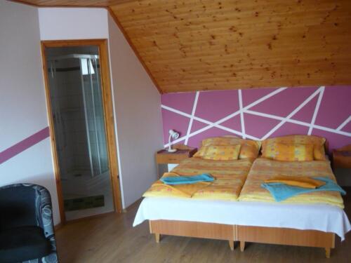 Labdarózsa családi szoba - háló, fürdő