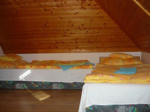 Labdarózsa családi szoba - hálószsoba2