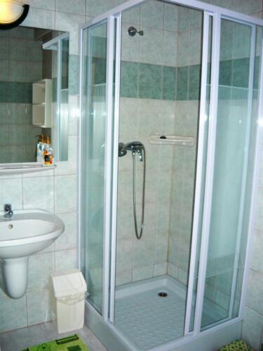 Liliom apartman - zuhanykabin