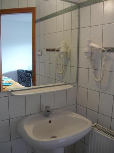 Szegfű családi szoba - mosdó