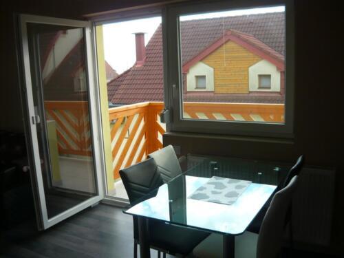 Tulipán apartman - asztal, terasz